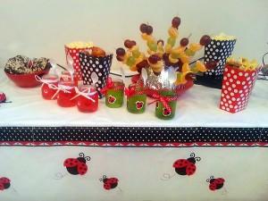 Boružėlių gimtadienis: vaišių stalas