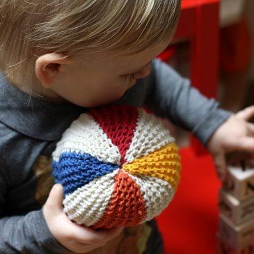 Megztas kamuoliukas, arba puiki proga susidraugauti su virbalais