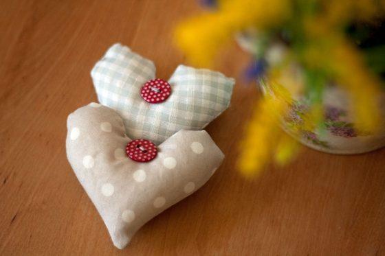 Širdelės formos žolelių pagalvėlės