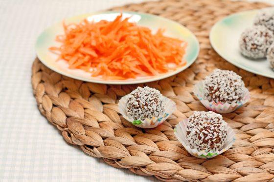 sveikas saldumynas morkų kamuoliukai gimtadienio muge