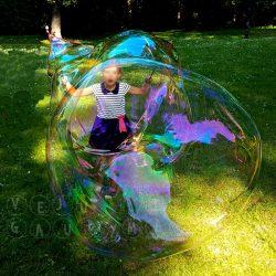 šventė su muilo burbulais