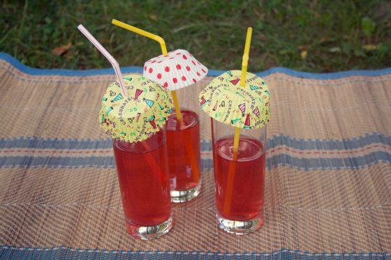 Keksiukų popierėliai apsaugos gėrimus nuo smėlio