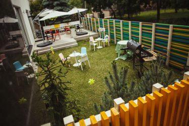 vaikų šventė kavinė su kiemeliu