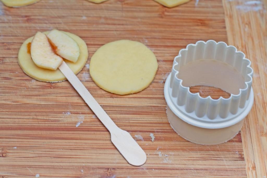 kaip pagaminti pyragelius ant pagaliuko