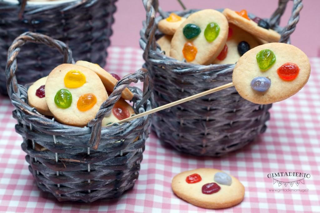 spalvoti-sausainiai-su-saldainiais-vaiko-gimtadieniui