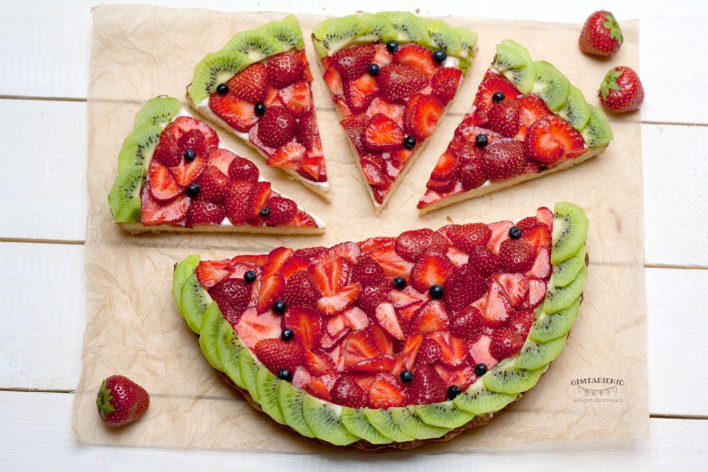 vasariškas pyragas arba vaisių pica vaidina arbūzą