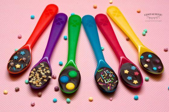šokoladiniai šaukštai arba mažųjų smaližių džiaugsmas