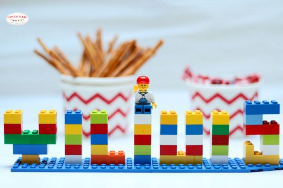 užrašai iš lego raidės skaičiai