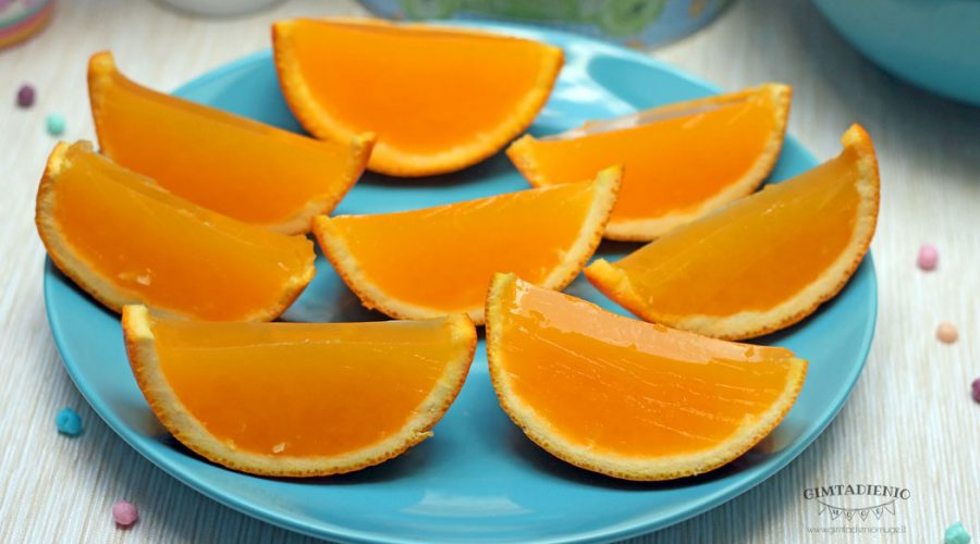natūralių apelsinų sulčių želė skiltelėse