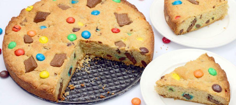 Pyragas vaiko gimtadieniui – su m&m's ir šokolado gabaliukais