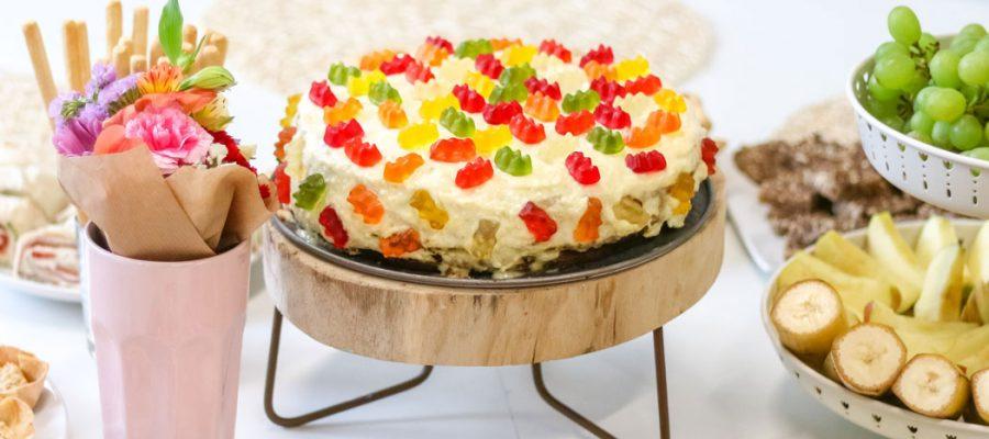 Guminukais puoštas biskvitinis medaus tortas vaikams