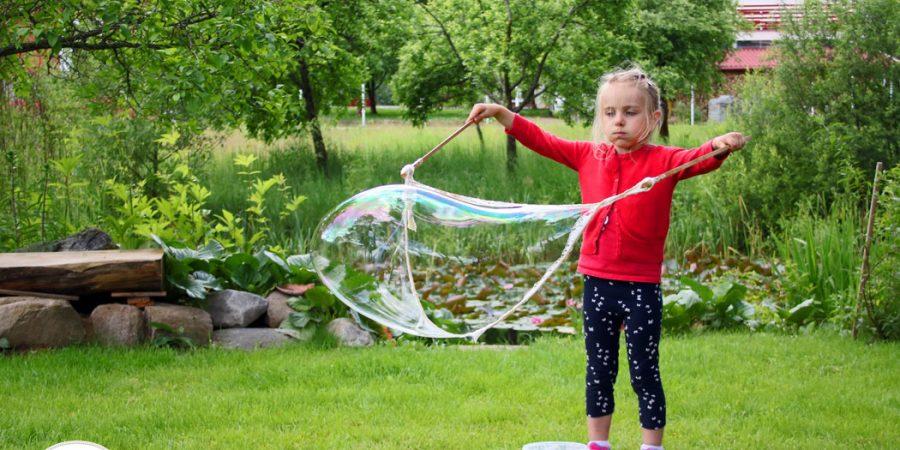 Dideli muilo burbulai – paprastas receptas, kaip juos pasidaryti patiems