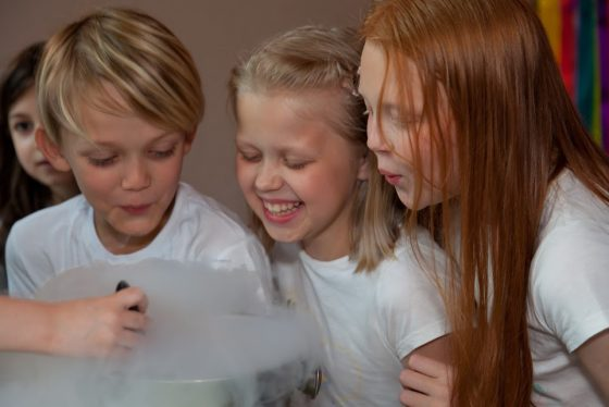vaikų gimtaienis ledų gaminimas