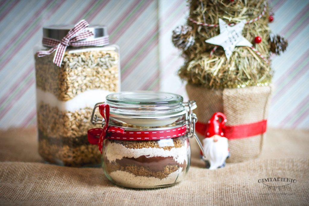 2 receptai greitoms kalėdinėms dovanoms pyragas ir sausainiai stiklainyje