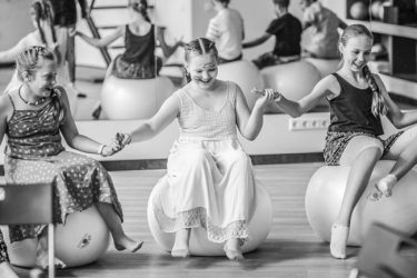 gimtadienis mergairei šokių studija gimnastika