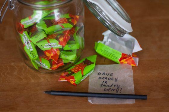 Linkėjimai saldainiuose - gimtadienio staigmena