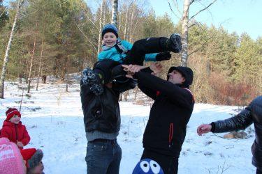 vaikųšventė gryname ore žiemą