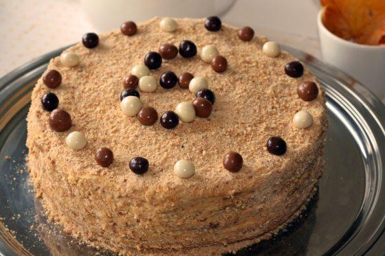 paprastos torto dekoravimo idėjos
