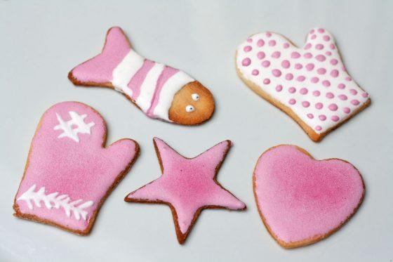 Burokėliais dažyti sausainiai