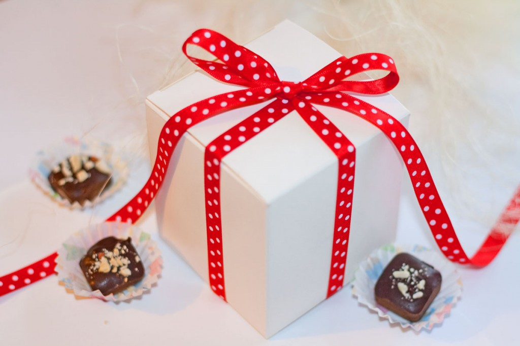 Kartoninės dėžutės saldainiams bei meduoliams supakuoti