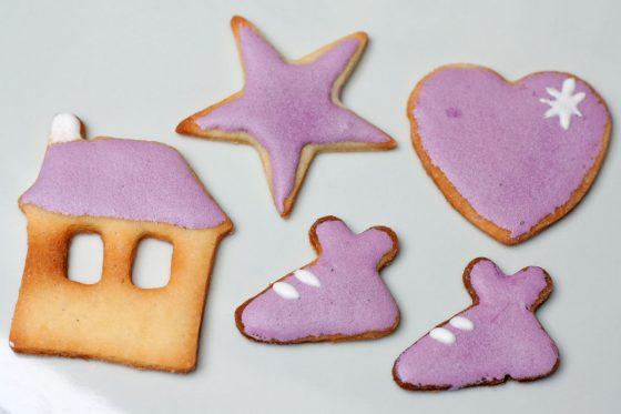mėlynėmis dažyti sausainiai