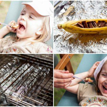 vasaros desertas vaikams ant laužo kepti bananai