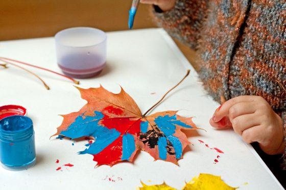 dažyti medžių lapai gimtadienio mugė