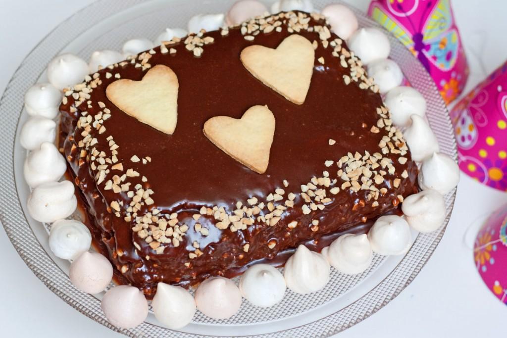 sokoladinis graikisku riesutu tortas vaikams gimtadienio mugė