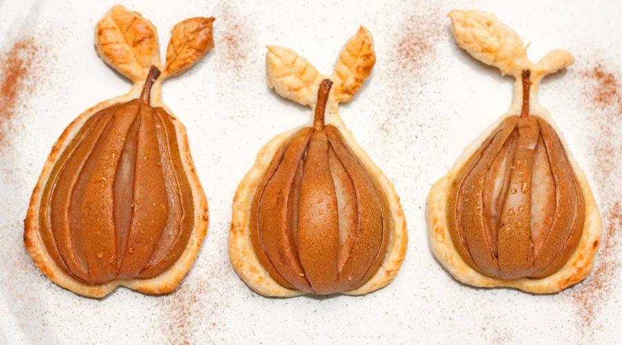 kriaušės ar kiti vaisiai sluoksniuotoje tešloje