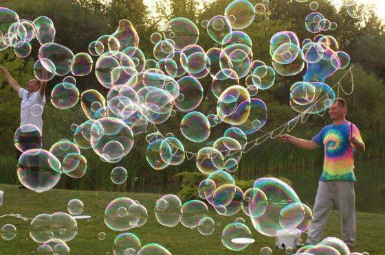 milžiniški muilo burbulai vaikų gimtadienio pramoga