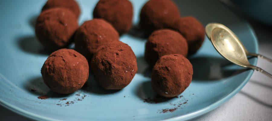 sveikesni šokoladiniai triufeliai su graikišku jogurtu