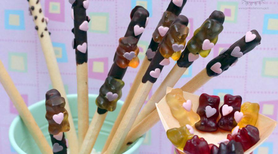 valentino diena vaikams šokoladuotos duonos lazdelės su įsimylėjusiais meškiukais guminukais