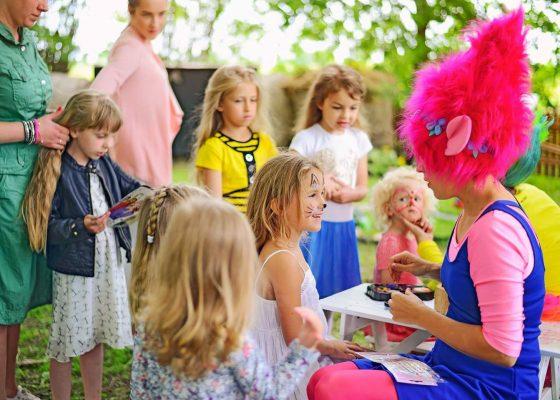 personažas mergaitės gimtadieniui trolė popytė