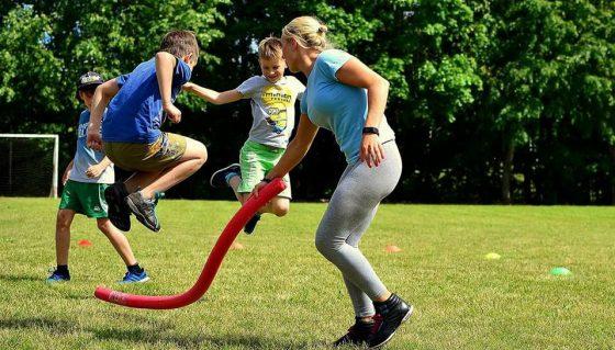 sportiškas vaiko gimtadienis lauke
