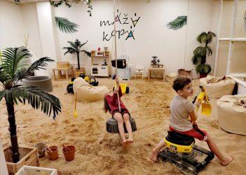 žaidimų kambarys su tikru smėliu