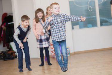 sportiškas aktyvus sveikas berniuko gimtadienis