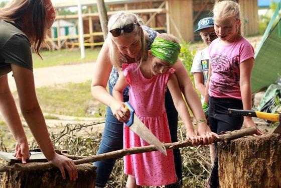 aktyvi stovykla vaikams lauke