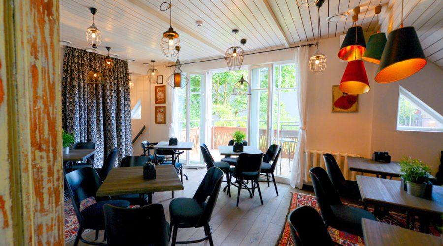 saugios šeimos šventės verandoje lyg jaukioje namų svetainėje