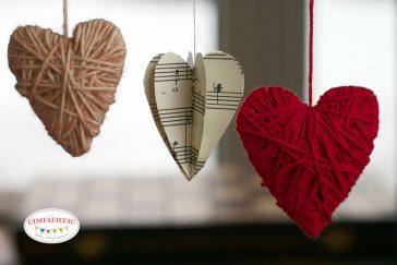 popierinės ir siūlų širdelės kūrybiniai darbeliai vaikams valentino dienai